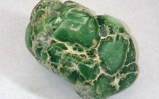 Описание свойств цоизита, его разновидности и применение камня в различных сферах жизни