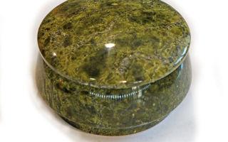 Серпентин — удивительный минерал, который нашёл широкое применение и способен принести человеку пользу