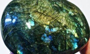 Лабрадорит камень: свойства и соответствие знакам зодиака