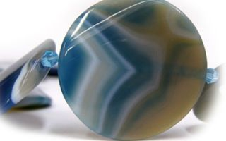 Агата и свойства этого камня, ообенности голубого, зеленого и черного агат, каким знакам зодиака подойдет минерал