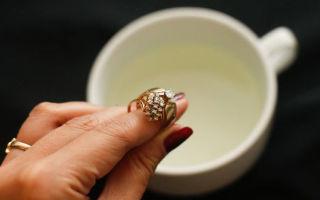 Как почистить золото аммиаком и не испортить изделие — правила и методы чистки ювелирных украшений нашатырным спиртом