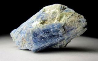 Кианит камень: свойства и кому подходит по знаку зодиака