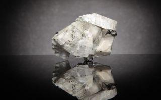 Альбит: характеристики данного минерала, его химический состав, целебные и мистические свойства