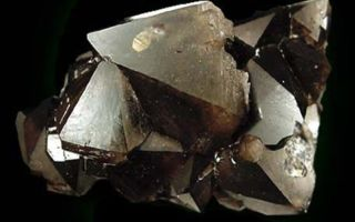 Карбункул — лечебные и магические свойства материала, фотогалерея минерала и изделий с его использованием