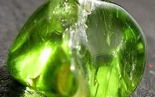 Хризолит: свойства камня и значение для человека с фото