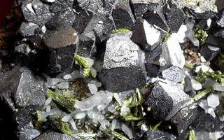 Магнетит или магнитный железняк: химическая формула и история минерала, месторождение и свойства камня