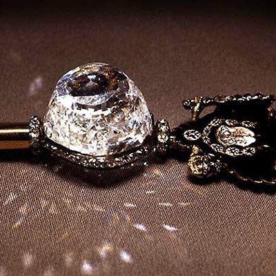 Цветные бриллианты: свойства и значение