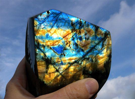 История открытия и использования камня