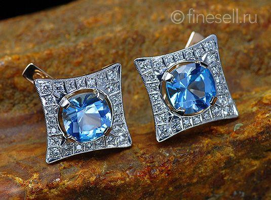 ожерелье с вкраплениями голубого топаза