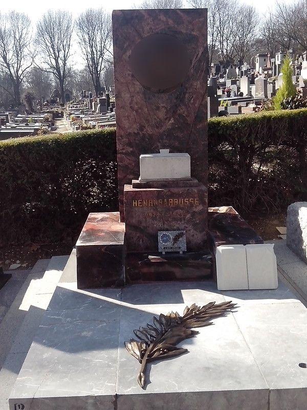 памятник классику французской литературы Анри Барбюсу