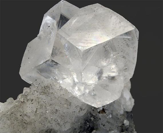 Свойства и характеристики камня доломит.