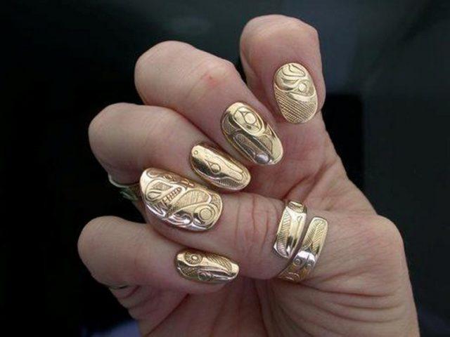 Педики носят кольца на безымянном пальце левой руки