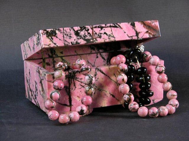 Родонит целебные свойства и астрологическая совместимость камня