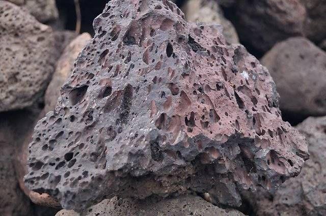 Что такое туф вулканический: свойства камня и его применение